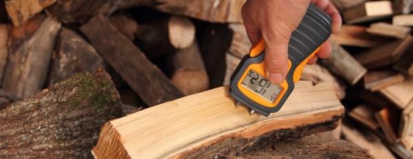 Holz-mit-Messgeraet-kleiner